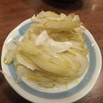 ホルモンの串焼き もつやき処 沼田 - セロリのピクルス