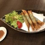 中華キッチン レンゲ - ワカサギと大葉のスティック春巻 絶品です