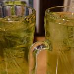一軒め酒場 - 喉が渇いたので最初に2杯頼んだ。
