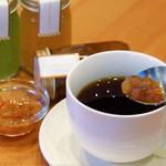 コミュニティCAFE&農家のキッチンLABO FARM TO... - 梨ジャムを紅茶にいれて飲むロシアンティー