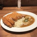 タベルナ トーキョー - 鶏カツスパイシーカレーソース(バターライス)