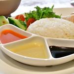 海南鶏飯食堂3 - 【海南鶏飯(並)@950円+パクチー大盛@50円】3種のソース