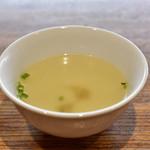 海南鶏飯食堂3 - 【海南鶏飯(並)@950円+パクチー大盛@50円】スープ