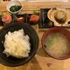 りんご箱 - 料理写真:「筋子・たらこ・明太子三種盛り」、「ご飯セット」及び「ホタテの直火焼き」