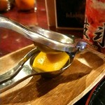 四代目大野屋氷室 - レモンジンジャーに付いてきたレモン
