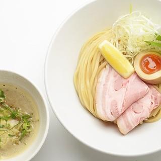 【カレーつけ麺】スパイシーな濃厚魚介豚骨カレースープ&太麺