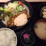 丸海屋 離 - チキン南蛮定食780円 ごはん大盛り無料、おかわり無料、味噌汁おかわり無料です。