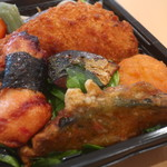 寿し居酒屋 松 - ナゲット、カボチャの天ぷら、塩サバ、白身魚フライ、紅しょうが天、レタス