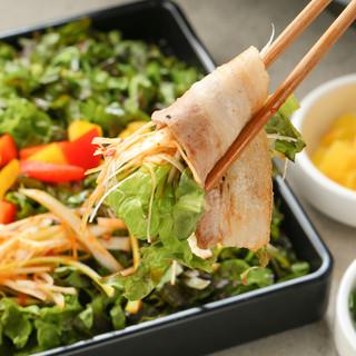 肉で野菜を包む!新感覚の「肉巻きサムギョプサル」をぜひ♪