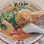 麺毅家 - 醤油豚骨ラーメン(麺リフト)