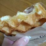 クロッフル - スイートポテト(食べかけすいません)