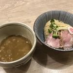 MENYA BIBIRI - 料理写真:とりにぼつけ麺 並