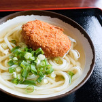 上田製麺所 - コロッケうどん(かけ+肉コロッケ)