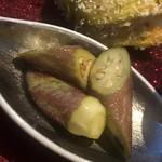 蔵元佳肴 いづみ橋 - 赤オクラの利休和え。白味噌と胡麻ベース。オクラは皮が硬めの種