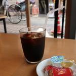 Izakayabunka - アイスコーヒー(324円)はロータスのビスケットつき。