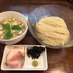 112788390 - 限定麺②                        冷たい煮干しのつけめん with 昆布水 1,000円。