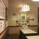 つくし - 奥の喫茶スペース