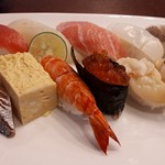 清川寿司 - 料理写真:おまかせ寿司2100円 右奥が春子