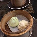 中国四川料理 道 - 飲茶セット。野菜まんと肉まん。