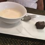 中国四川料理 道 - デザートの杏仁豆腐とガトーショコラ。