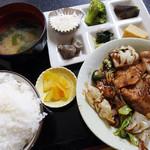 お食事&居酒屋 としちゃん - 料理写真:日替わり定食・回鍋肉540円税込
