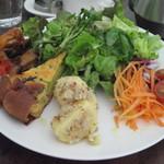 1128227 - 野菜とお惣菜のランチプレート