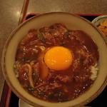 更科なか川 - カレー丼、卵黄が印象的