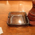 アルカサール - 標準装備された灰皿は大きなマイナスポイントです