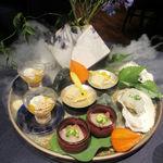 112802373 - 先付八寸 ・パッパ・アル・ポモドーロの冷製 ドライトマトとリコッタチーズのカッサータ ・縞鯵 柚子胡椒のサルサ・ヴェルデと白いんげん豆のピュレ ・63℃で加熱した岩牡蠣の藁燻し ポン酢のジュレ ・玉蜀黍の寒天寄せ ポップコーン ポレンタのチップ