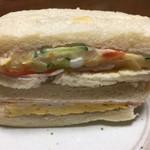 パン工房 サンライズ - 料理写真:たまごサンド 組み合わせのポテトサラダは砂糖が使われてなくてサッパリしています。 たまごは甘目。