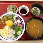 築地食堂源ちゃん - 旨味 源ちゃん丼(¥980)。ウニ入りとろろ(右上)が添えられる