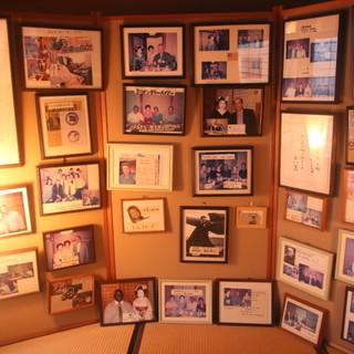 2階の画廊には京都らしい芸術品・著名人のギャラリーを◎