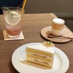 112818744 - 桃のショートケーキ、桃のヴェリーヌ、桃のソーダ