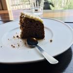 HUMMOCK Cafe - こっちはシナモンとレモンケーキ アメリカンなケーキでかなり美味しい♥ ドリンクはアイスカフェラテ¥600-