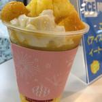 ICE MONSTER - 手前の白いのは、ミルクプリン的な食感の物。冷凍のマンゴーの果肉も入ってます