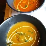 プラーナ - チキンカレー(手前)と野菜カレー