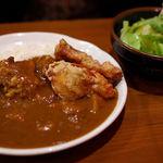 鶏唐 やまをんち - 唐揚げ付きカレー(580円)