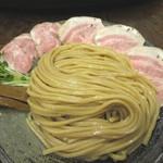 若葉 - 料理写真:太麺とレアチャーシュー