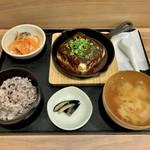 112842843 - 一丁まるごと麻婆豆腐定食(¥1,080) 銀鮭の南蛮(¥150)
