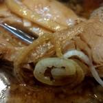 麺や マルショウ - 大ぶりなチャーシューup