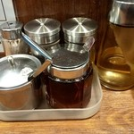 麺や マルショウ - 卓上の調味料♩