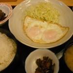 天婦羅 たる松 - 目玉焼定食:500円