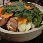 旬彩居酒屋 おかだ - 料理写真:ボリューム満点、渡り蟹、海老、牡蠣など具材も豊富