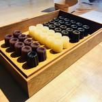 井上茶寮 - 本日のカヌレ羊羹です       右からチョコレート       ほうじ茶、酒粕、塩       小豆…1個200円