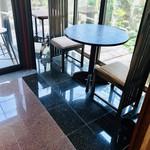 井上茶寮 - 窓際に小さなテーブル