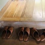 井上茶寮 - 靴を脱いでスリッパに履き替えて…
