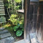 井上茶寮 - 庭       ここから入るよォ~