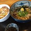 大阪うどん・そば てんま - 料理写真:うどんと他人丼