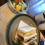 碧い空 - 料理写真:サンドウィッチ&サラダ