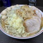 ラーメン二郎 - 料理写真:小豚、うずら、野菜少なめ、ニンニクアブラカラメ